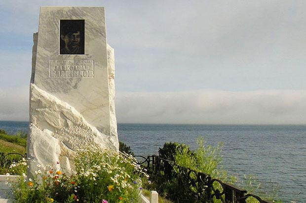 Место на берегу Ангары, где установлен памятный знак Вампилову.